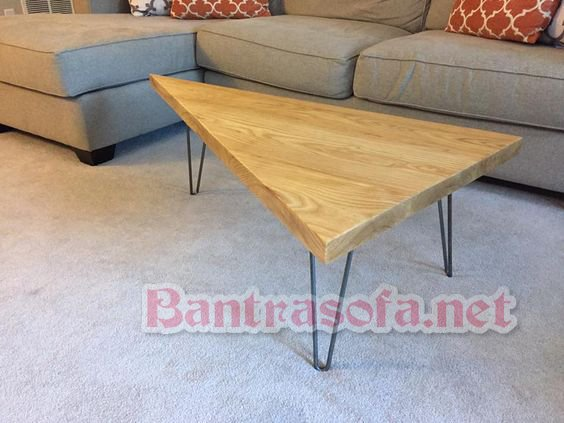 bàn trà tam giác chân sắt mặt gỗ cao su