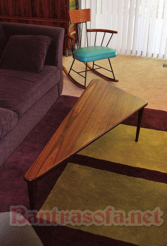 bàn trà tam giác 3 cạnh bo tròn chân gỗ