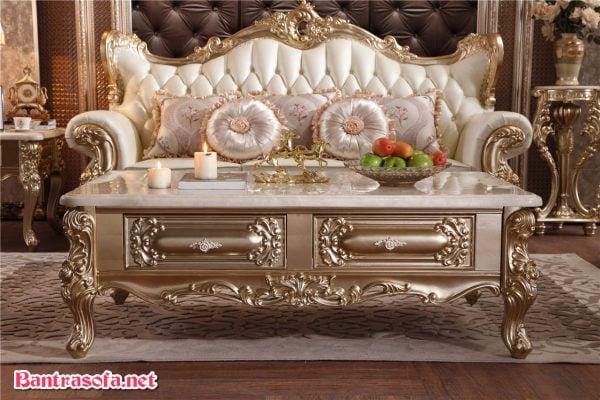 Vẻ ngoài sang trọng,lộng lẫy thường thấy của mẫu bàn trà phong cách cổ điển