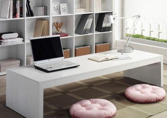 Khi cần có thể thay thế cho bàn làm việc và kết hợp với laptop, sách, tạp chí tạo nên không gian mới cho người sử dụng