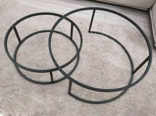 Khung sắt chắc chắn, được phủ lớp sơn chống gỉ đẹp và sang. Bảo đảm độ bền cao