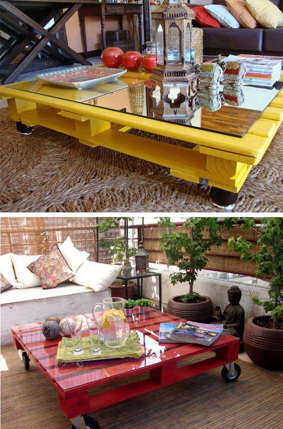 bàn trà sofa bằng gỗ pallet được sơn phủ và lắp bánh xe