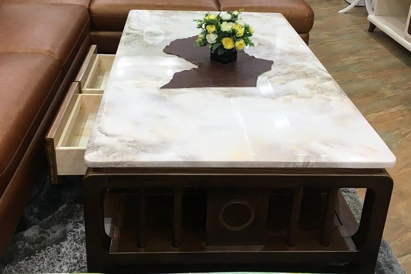 2 bên hông là hệ thống hoạ tiết trang trí đẹp giúp bộ bàn ghế sofa đẹp hơn.