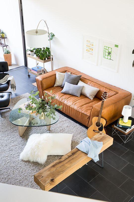 Hoặc có thể sử dụng kết hợp với bàn ghế sofa cũng khá hiệu quả về mặt thẩm mỹ.