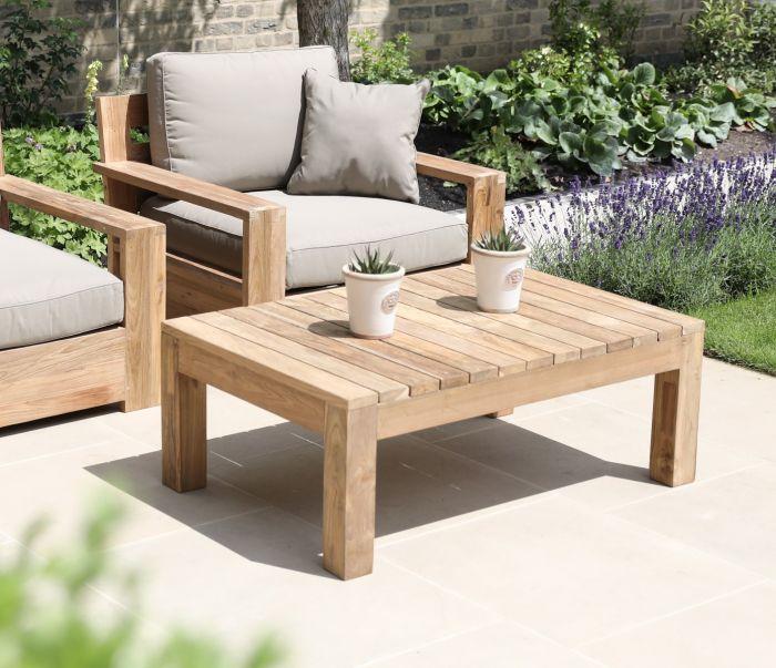 bàn trà gỗ pallet kèm ghế sofa gỗ đệm sử dụng ngoài trời