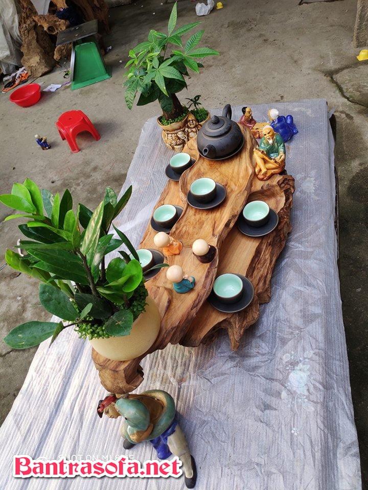 khay trà gỗ nguyên khối chạm hình con thuyền