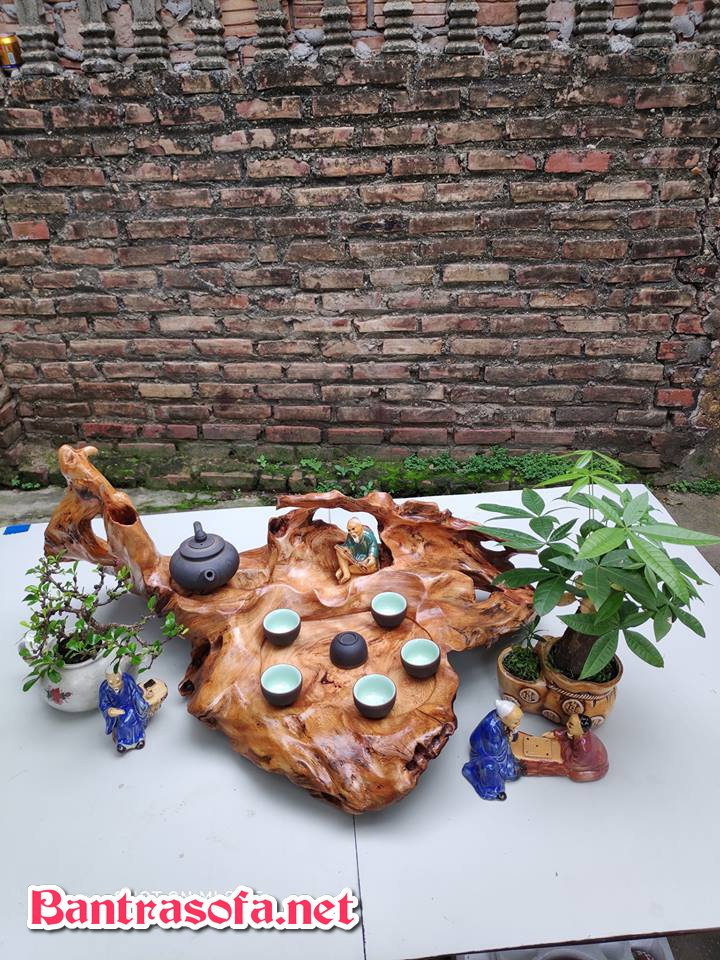 Khay trà gỗ nguyên khối tinh tế sang trọng.