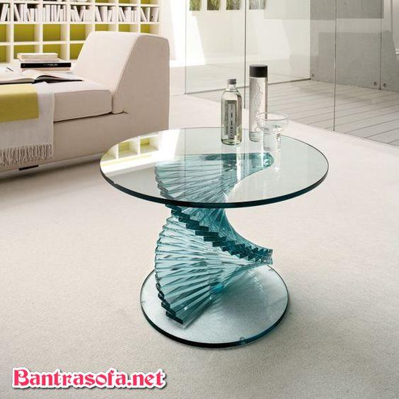 bàn trà kính với phần thân uốn cong xoắn ốc