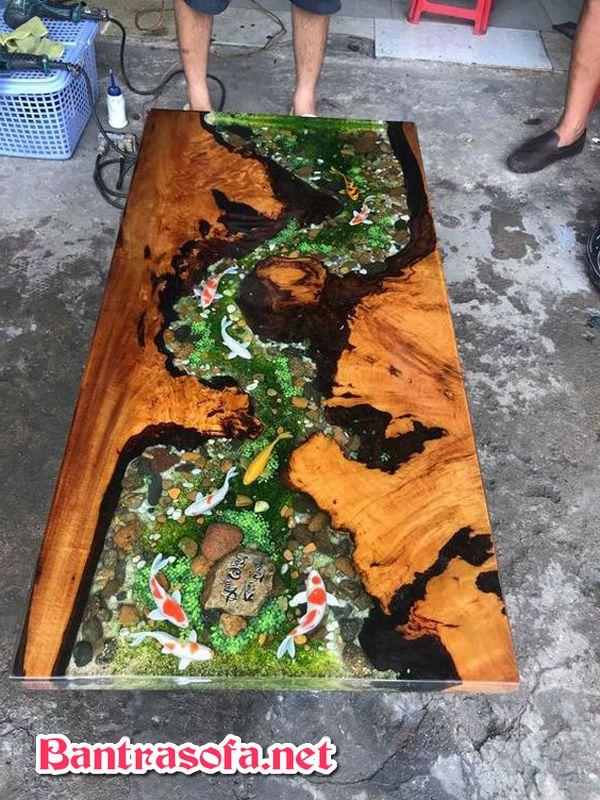 bàn gỗ epoxy resin bể cá chép koi