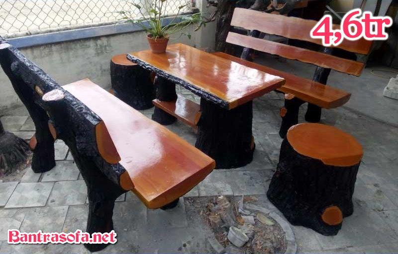 Bộ bàn ghế bằng bê tông uống trà giả gỗ dùng ngoài trời.