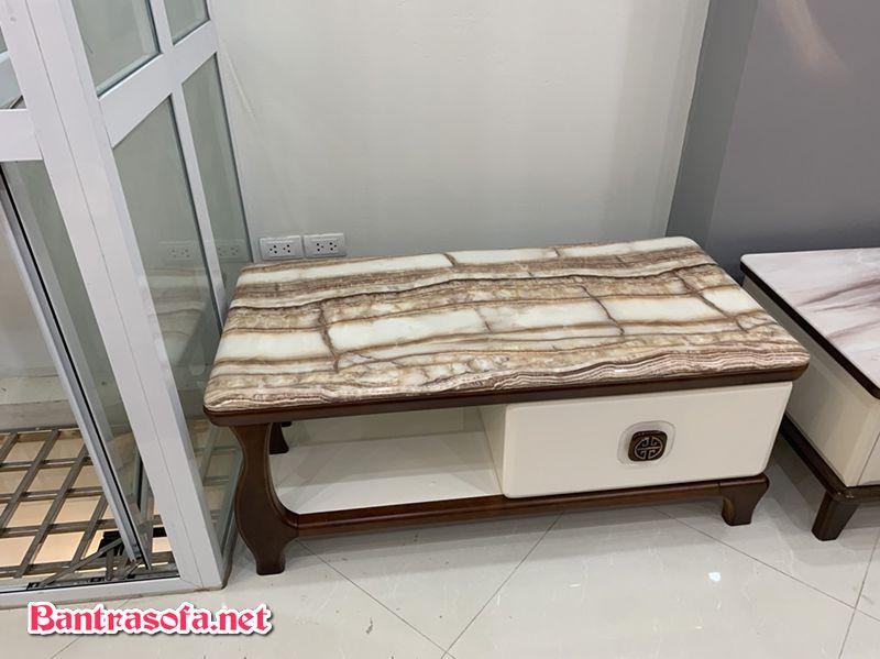 Bàn mặt đá marble vân gỗ độc đáo và tinh tế.