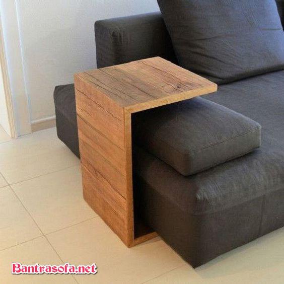 bàn trà bên cạnh ghế sofa