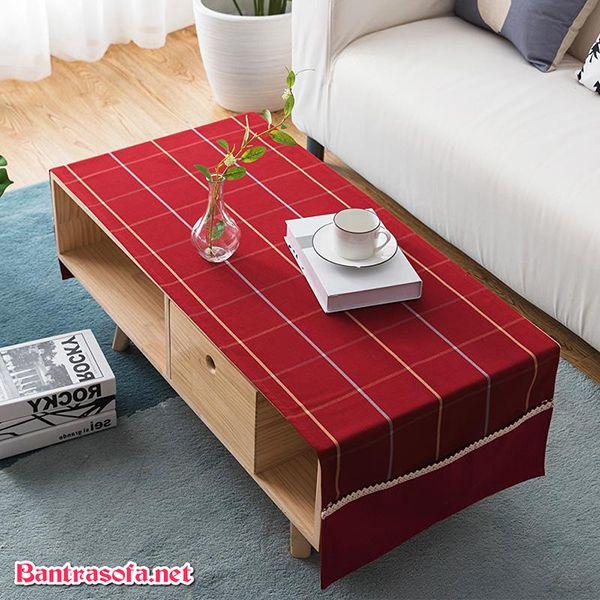 Hoặc chỉ đơn giản sử dụng các mẫu khăn có xọc kẻ ô vuông đơn giản này cho bàn trà gia đình mình.