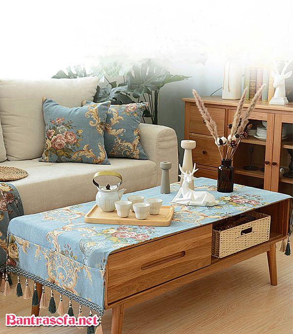 khăn màu xanh trải bàn