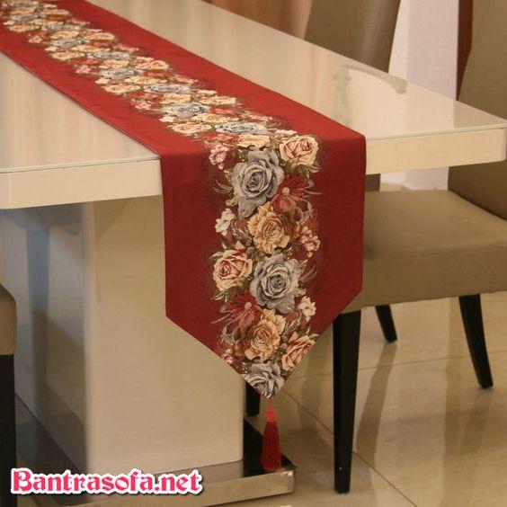 Khăn trải bàn phong cách hiện đại với chất liệu tinh xảo. Thông thường chất liệu được lựa chọn là chất liệu lụa, vải cotton cao cấp.