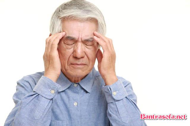 Uống trà xanh có tác dụng tăng cường trí nhớ, ít gây ức chế tế bào não và vỏ não. Hạn chế hay quên của người già.