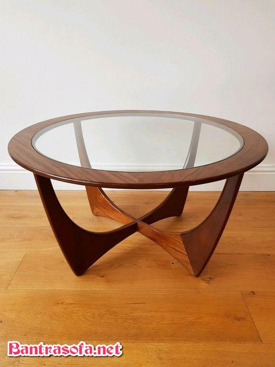 bàn trà tròn mặt kính chân gỗ.