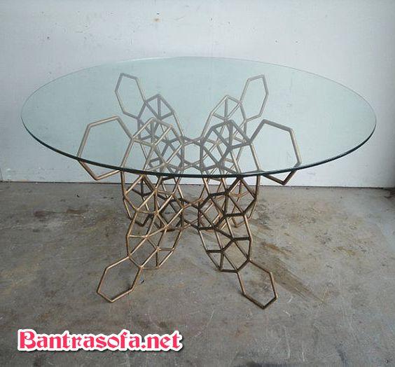 bàn trà mặt kính tròn chân kim loại