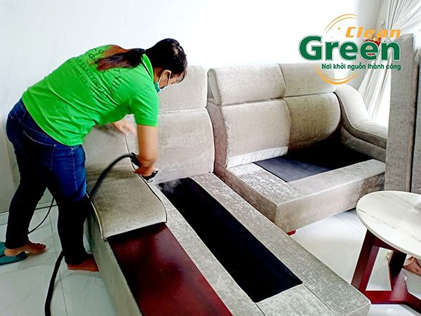 Loại bỏ từng ngóc ngách trên đệm ghế sofa khi giặt đệm.