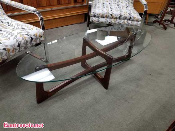 bàn trà oval mặt kính khung gỗ