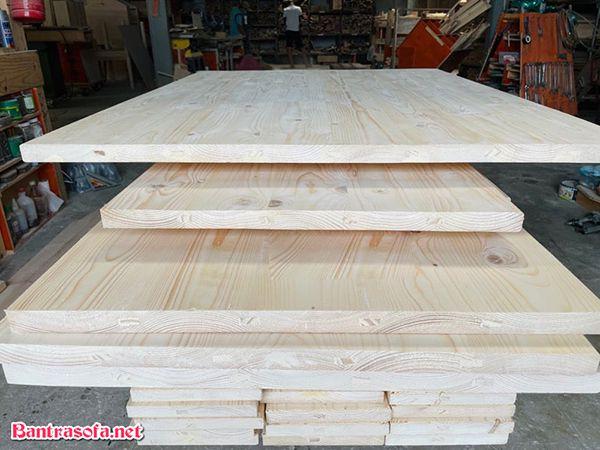 kích thước mặt bàn gỗ thông bao nhiêu